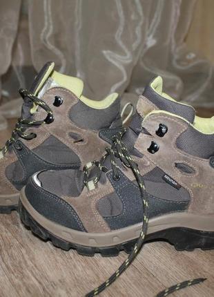 Бомбические ботинки quechua novadry 33р.