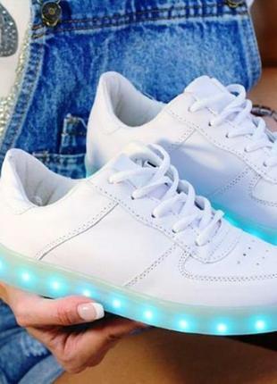 Кроссовки со светящейся светодиодной подошвой