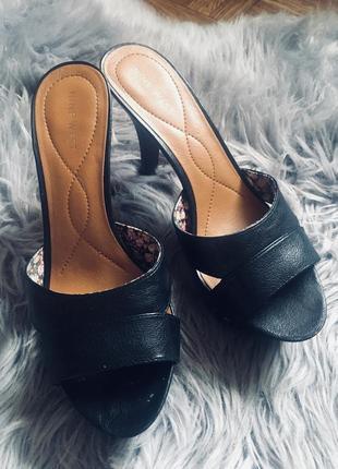 Новые шлепанцы на каблуке