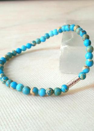 Тонкий браслет из голубого агата с серебряной вставкой