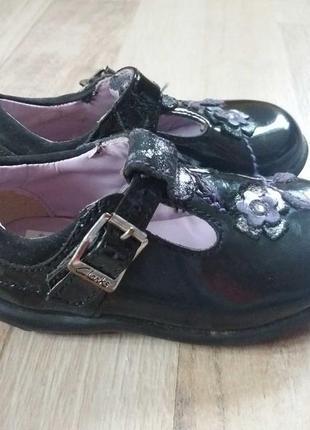 Clarks кожаные лакированные туфли на девочку 20р.