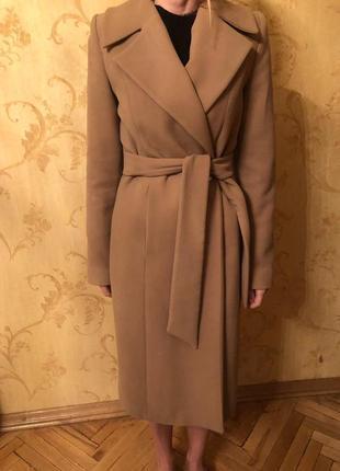 Бежевое пальто халат цвета кемел
