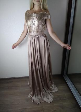 Бежевое платье в пол с открытыми плечами и кружевным верхом