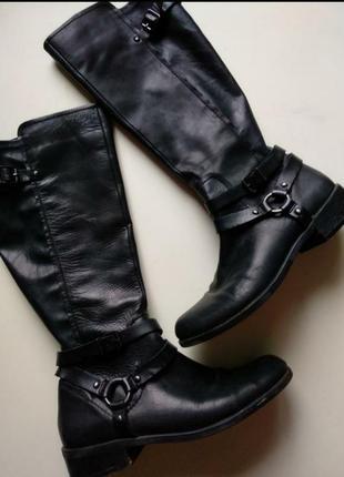 Фирменные кожаные сапоги bcbg