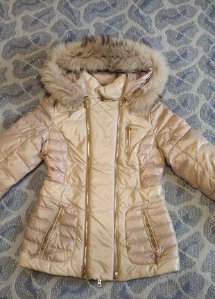 Зимняя куртка очень приятного телесного оттенка