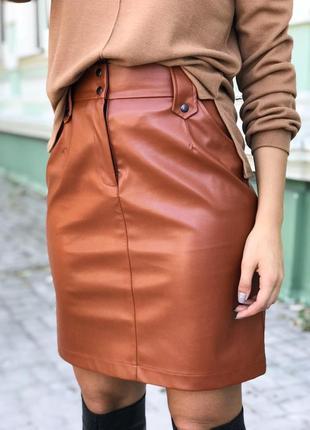 Женская кожаная юбка в удобного длине прямого кроя ! коричневая
