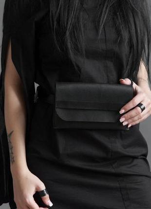 Актуальная поясная минималистичная сумочка из плотной итальянской кожи