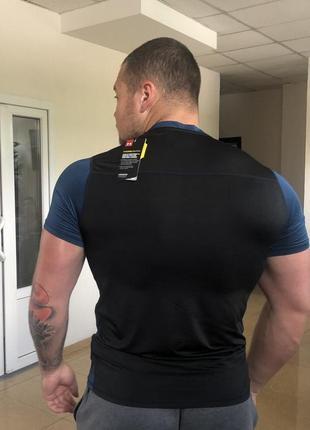 Мужская футболка черная -изумруд