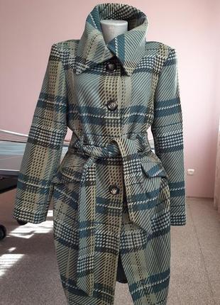 Актуальное натуральное стильное пальто 50р