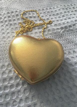Клатч золотой в форме сердца