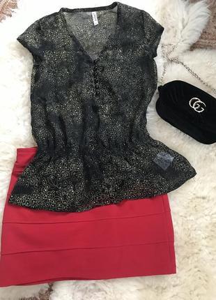 Красная юбка короткая