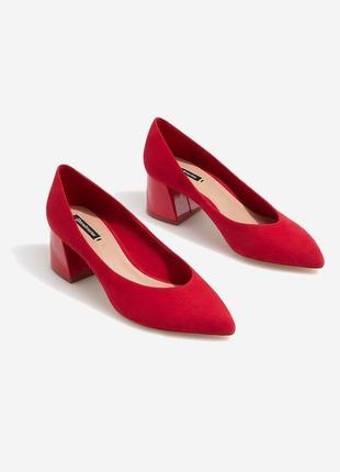 Красные туфли лодочки на среднем каблуке 37 размер stradivarius
