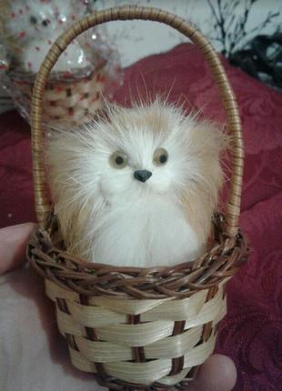 Игрушка интерьерная статуэтка настоящий мех кролика собаки собачка в корзинке