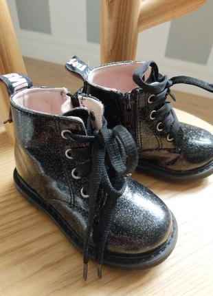 Лаковые ботинки с блестками zara