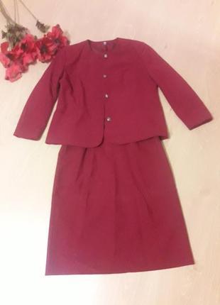 Костюм бордового цвета. жакет и юбка от c&a.
