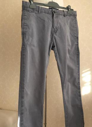 Голубые брюки штаны чинос