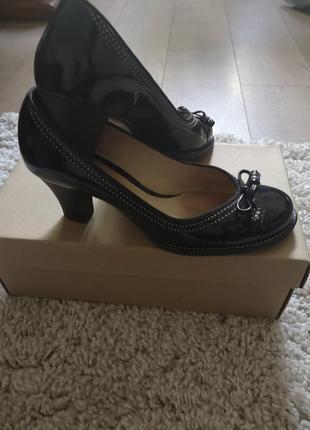 Супер красивые кожаные туфли clarks