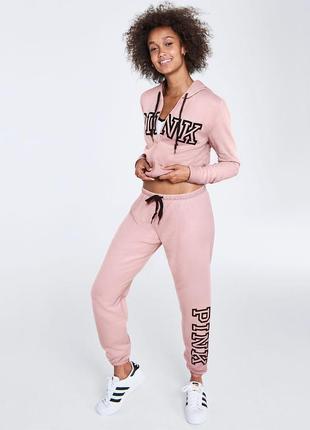 Идеальный костюм pink