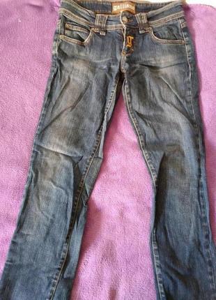 Стильные джинсы galliano