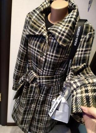 Стильное брендовое теплое пальто миди в клетку бутылочного цвета