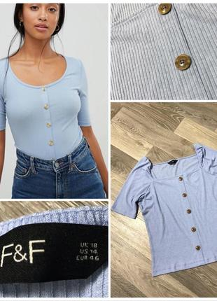 Голубая футболка в рубчик на пуговичках