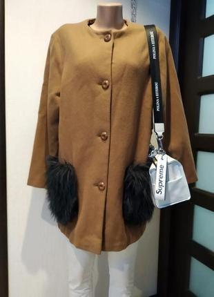 Отличное стильное пальто бежевое из натуральной шерсти с меховыми карманами