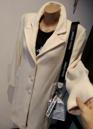 Отличное стильное брендовое белое пальто из натуральной шерсти