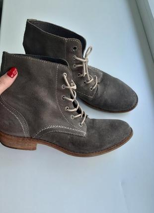 Шикарные фирменные демисезонные ботинки