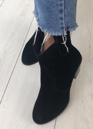 Зимние ботинки казаки замшевые чёрные