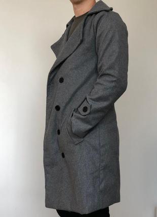 Серое длинное пальто приталенное мужское