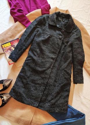 Пальто кардиган на двух пуговицах с тиснением чёрный серый атмосфера