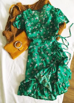 Актуальна сукня на запах від primark