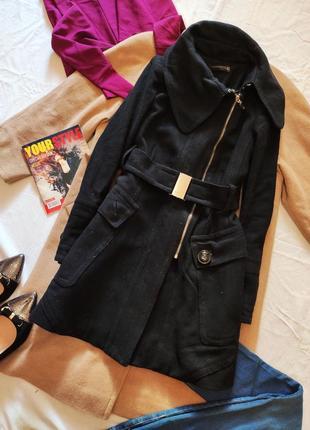 Zara пальто чёрное на поясе с большими карманами