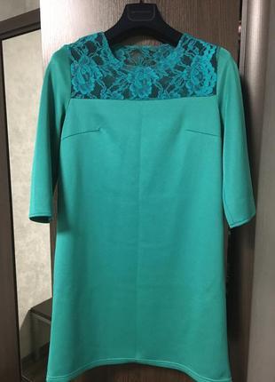 Платье со вставкой гипюра