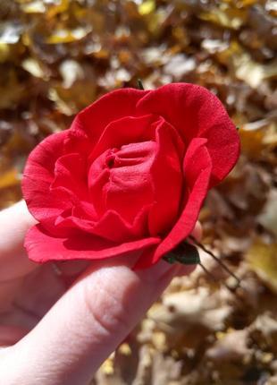 Шпилька красная роза