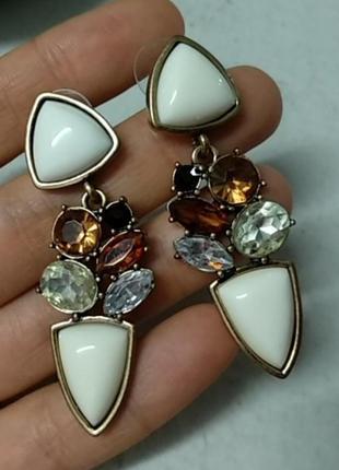 Серьги с большими белыми камнями и коричневыми стразами