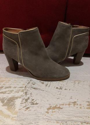 Шикарные  замшевые ботиночки  40рр