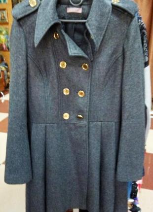 Серое пальто теплое фирменное