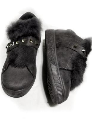 Слипоны кеды кроссовки на липучке темно серые декорированы натуральным мехом на языках