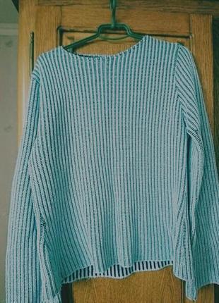 Голубий светер