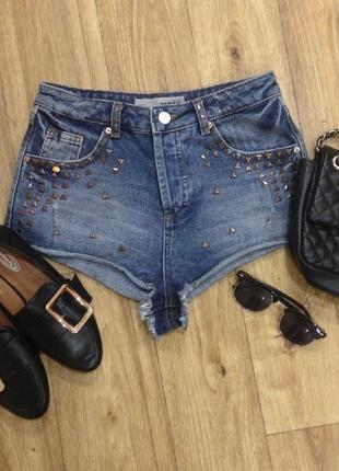 Стильные джинсовые шорты с паетками