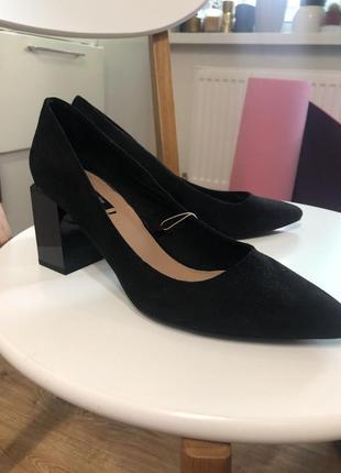 Туфли страдивариус с интересным каблуком (новые)
