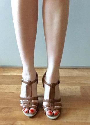Кожаные босоножки dorothy perkins на высоком толстом каблуке