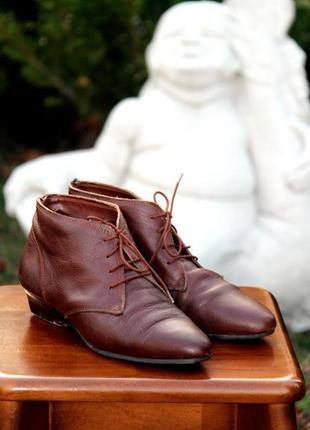 Кожанные коричневые ботинки на низком каблуке