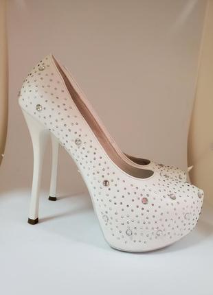 Свадебные туфли, весільні туфлі, лабутени