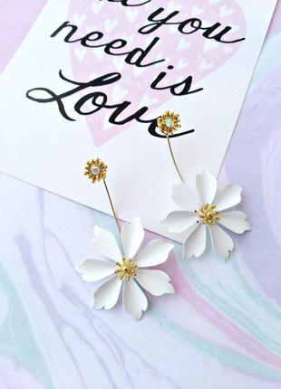 Чудесные серьги цветок/белый/кристаллы/золотой/новая коллекция