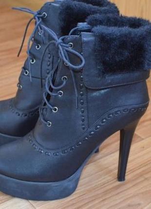 Новые женские ботинки на каблуке 39 р.