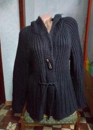Теплый кардиган крупного плетения с капюшоном.