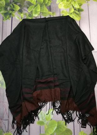 Черное пончо с бахромой теплая накидка