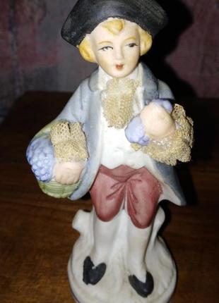 Статуэтка мальчик с корзиной, керамика, англия